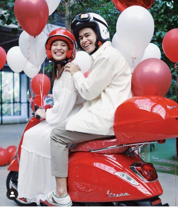 DINI dan Janna bahagia melayar alam percintaan.